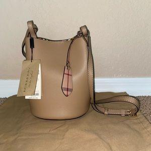 NEW Burberry Small Lorne Bucket Crossbody Bag